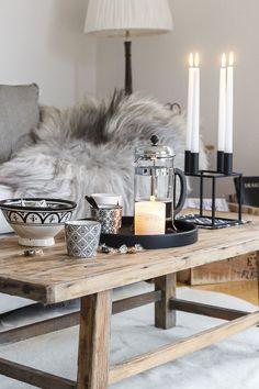 Amalie loves Denmark - Wohnzimmer im Herbst und graue Strickdecke