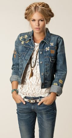 Denim & Supply Ralph Lauren cropped, trucker jean jacket - Great outfit love the jacket. Unfortunately, it is SOLD OUT. Denim Fashion, Womens Fashion, Love Jeans, Denim And Lace, Denim And Supply, Street Style, Couture, Cute Outfits, Winter Style