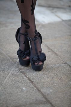 So Sweet, love the match up with the graphic tights. Model Willow Brook, in Forever21 platforms at NYFW.