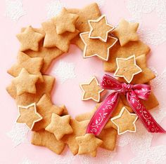Piparkakkukranssi Christmas Cookies Gift, Christmas Sweets, Merry Little Christmas, Christmas Baking, All Things Christmas, Christmas Time, Christmas Wreaths, Christmas Crafts, Christmas Decorations