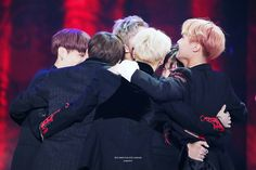 Bangtan  HUG ❤ BTS at the Melon Music Awards (191116) #BTS #방탄소년단