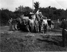 Ce Möbelwagen examiné par des soldats Américains semble avoir été assemblé sur la base d'un châssis de Panzer IV Ausf. J. Nous sommes peut-...