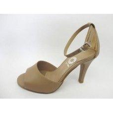 Sandália em couro Fendi. La Vile Calçados em couro legítimo. Calçados que produzimos através de encomendas do nº 30 ao nº 33 www.lavile.com.br