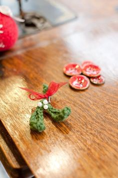 How to crochet mistletoe