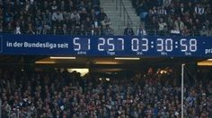 Die berühmteste Uhr der Bundesliga beim Unentschieden gegen Freiburg am 8. Mai