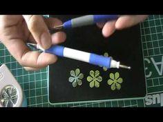 ▶ roosjes maken van designpapier met ponsen - YouTube