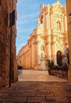 Siracusa in Sizilien Beautiful Places To Visit, Wonderful Places, Places To See, Things To Do In Italy, Places In Italy, Siracusa Sicily, Rivers And Roads, Ardennes, Italy Travel Tips