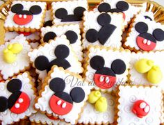 Ideas Cake Desing Compleanno Topolino For 2019 Vintage Mickey Mouse, Minnie Mouse, Mickey Baby Showers, Bolo Mickey, Minnie Cake, October Birthday, House Cake, Mickey Birthday, Bday Girl