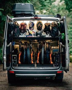 10 Organisational Tips To Stay Tidy While Living Off Grid - Camping Gear & Hiking Equipment Sprinter Van Conversion, Camper Van Conversion Diy, Vw Crafter Camper, Bike Storage In Van, Mtb, Build A Camper Van, Diy Camper, Downhill Bike, Van Home