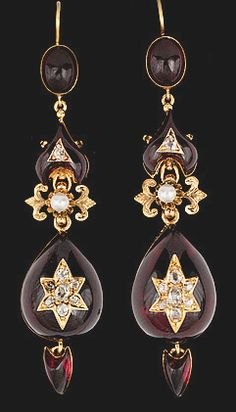 A PAIR OF GARNET AND ANTIQUE CUT DIAMOND EARRINGS, C.1900. Gold. Weight 19 g.