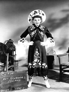 ANNIE GET YOUR GUN (1950) - Judy Garland as 'Annie Oakley' - fired from film;  replaced by Betty Hutton.