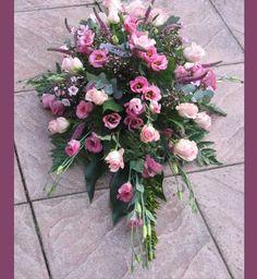 bloemstukken allerheiligen - Google zoeken Funeral Flower Arrangements, Funeral Flowers, Casket Sprays, Flower Basket, Flower Power, Floral Wreath, Wreaths, Google, Plants