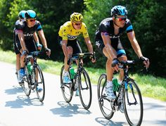 ST MALO, FRANCE - JULY 09: Yellow jersey holder Chris Froome of Great Britain and Team Sky Procycling rides during stage ten of the 2013 Tour de France, a 197KM road stage from St-Gildas-des-Bois to Saint Malo, on July 9, 2013 in St Malo, France. (Photo by Bryn Lennon/Getty Images)