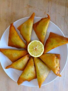 There are dozens of brik recipes like tuna briks, some of them often seen on the tables of iftar, the first meal after sunset during the month of Ramadan. Iftar, Brik Recipe, Greek Pastries, Greek Appetizers, Tunisian Food, Greek Cooking, Savoury Baking, Ramadan Recipes, Exotic Food