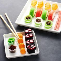 This sushi sweet set. 23 Delicious Little Things For Sushi Lovers Sushi Cupcakes, Sushi Cake, Gummy Sushi, Candy Sushi Rolls, International Sushi Day, Dessert Sushi, Fruit Roll, Best Party Food, Sushi Recipes