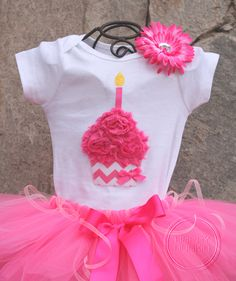 1st birthday outfit? So cute! Was already thinking of going with a cupcake theme...