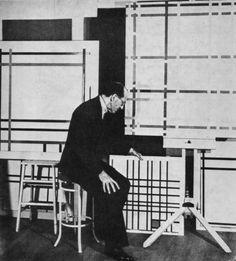 Piet Mondrian in his First Avenue Studio, New York, 1941 Piet Mondrian, Annie Leibovitz, Andy Warhol, Famous Artists, Great Artists, Artist Art, Artist At Work, Bert Stern, Robert Mapplethorpe