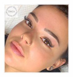 Mircoblading Eyebrows, Eyebrows Goals, Natural Eyebrows, Eyebrow Makeup Tips, Permanent Makeup Eyebrows, Hair Makeup, Almond Eye Makeup, Eyebrow Design, Perfect Brows