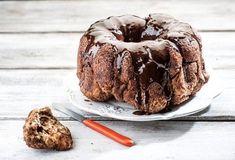 Συνταγές με Σοκολάτα   Argiro.gr Sweet Loaf Recipe, Sweet Recipes, Loaf Recipes, Dessert Recipes, Desserts, Candy Crash, Greek Sweets, Greek Dishes, Monkey Bread