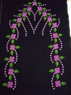 The Most Admired Prayer Rug Modell in 2017 Embroidery Neck Designs, Hand Embroidery Stitches, Cross Stitch Embroidery, Funny Cross Stitch Patterns, Free To Use Images, Prayer Rug, Beaded Jewelry Patterns, Cross Stitch Flowers, Stitch Design