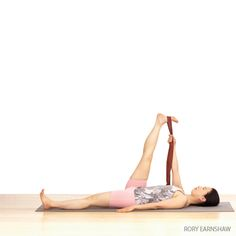 reclining hand to big toe pose Yoga Benefits, Health Benefits, Health Tips, Sangle Yoga, Yoga Régénérateur, Yoga Moves, Yoga Workouts, Exercises, Image Yoga