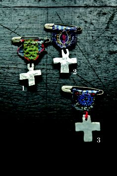 Cross_pins