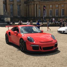 Porsche GT3 RS in front of Blenheim Palace