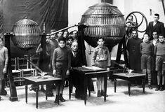 1936. La Lotería Nacional por primera vez desde su fundación ha dejado de celebrarse en Madrid para hacerlo en Valencia. FOTO EFE.
