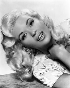 Jayne Mansfield is listed (or ranked) 4 on the list 10 Awesome Old Hollywood Act. - Jayne Mansfield is listed (or ranked) 4 on the list 10 Awesome Old Hollywood Actresses Who Slept Wi - Hollywood Vintage, Old Hollywood Glamour, Golden Age Of Hollywood, Vintage Glamour, Classic Hollywood, Hollywood Makeup, Old Hollywood Stars, Hollywood Glamour Photography, Hollywood Hair