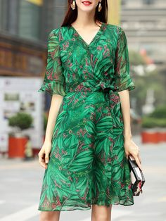 Shop V Neck Bell Sleeve Leaves Print Dress online. SheIn offers V Neck Bell Sleeve Leaves Print Dress & more to fit your fashionable needs.