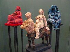 Artwork by Yulia Ustinova… Freeform Crochet, Crochet Art, Knit Or Crochet, Crochet Dolls, Crochet Flowers, Crochet Patterns, Crochet Fringe, Yarn Bombing, Soft Sculpture
