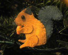 Squirrel Brooch  •  Free tutorial with pictures on how to sew a fabric animal brooch in under 60 minutes