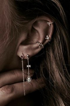 30 Best Type Of Ear Piercings You Should Try Today ear piercings placements vary. The days when people get piercings in the earlobe only are long gone. The tradition of getting piercings is actually more ancient than you could possibly imagine. Ear Jewelry, Cute Jewelry, Gold Jewelry, Jewelery, Jewelry Accessories, Jewelry Ideas, Jewelry Websites, Conch Piercing Jewelry, Jewelry Shop