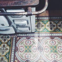Old but gold. #vintage #vintagetiles #tiles #tile #tileaddiction #tileporn #cooking #kitchen #vintagekitchen #cucina #cucinaitaliana #cucinaeconomica #pattern #patterns #cementina #cementine #cementines #color #design #interiordesign #italian #italianstyle #italiansdoitbetter #madeinitaly #italianinteriors #italianinteriors #motif #motiflab #motifs #instagrammers #instalovers by motiflab