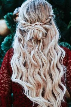 Oh So Perfect Curly Wedding Hairstyles ★ See more: www. Oh So Perfect Curly Wedding Classic Hairstyles, Retro Hairstyles, Trending Hairstyles, Straight Hairstyles, Curly Wedding Hair, Prom Hair, Bridal Hair, Braided Ponytail Hairstyles, Braided Updo