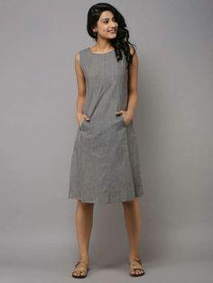 Best 11 Grey Brown Cotton Paneled Long Dress by the Wooden Closet – SkillOfKing. Simple Dresses, Casual Dresses, Short Dresses, Fashion Dresses, Summer Dresses, 50 Fashion, Fashion Styles, Fashion Online, Linen Dress Pattern