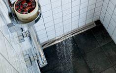 Badeværelse - bruseniche med linjeafløb. Elegang rist og ramme i børstet rustfrit stål. Unidrain®: ClassicLine #bathroom #badeværelse #design #nordic #scandinavian #inspirational #drain #interior #unidrain