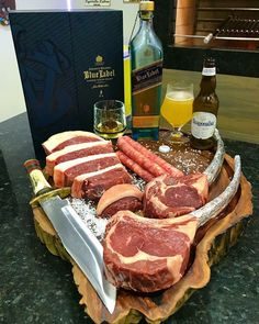 If these 32 Amazing Meal Ideas don't make you hungry, nothing will. Beer Recipes, Raw Food Recipes, Cooking Recipes, Carne Asada, Marbled Meat, Steaks, Carnivore, Good Food, Yummy Food
