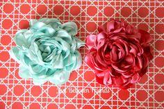 Just Between Friends: Fancy Flowers Tutorial - Satin flowers Satin Flowers, Felt Flowers, Diy Flowers, Fabric Flowers, Paper Flowers, Ribbon Flower, Headband Flowers, Flower Diy, Satin Roses