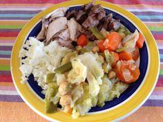 Cocido casero: Caldo elaborado con carne y verduras. Garbanzos, ternera, pollo, zanahorias, judías verdes, col y claras de huevo.