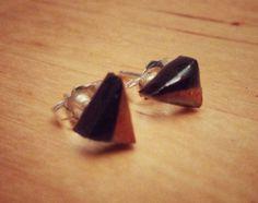 Puces d'oreilles en tigerwood et érable torréfié recyclé, tige en argent. #BouclesdOreilles #earrings #UpcycledWood #recycled #geometrical #RécupRétro #BoisRecyclé #bijoux #jewelry