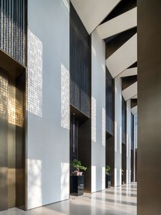 Junxi Mountain Villa Sales Centre by More Design Office Corridor Design, Hall Design, Lobby Lounge, Hotel Lobby, Mountain Villa, Seafood House, Hotel Hallway, Public Hotel, Central Hall