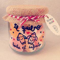 Tarrito 100% PERSONALIZADO  con: tapa forrada de tela, pintura resistente a los lavados y deliciosas chucherías. SHOP ONLINE: WWW.MOS-TAZA.COM