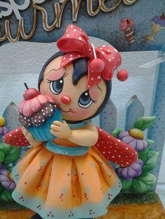 ESPAÇO GOURMET-NINA  Enfeite de cozinha em mdf decorado em biscuit, com joaninha, cupcake e flores.  Esta peça, com algumas modificações, fica linda como enfeite de quarto de criança.    ENCOMENDAS: O PRAZO DE CONFECÇÃO É DE 45 DIAS A PARTIR DA DATA DO AGENDAMENTO. FAVOR CONSULTAR MÊS PARA AGENDA...