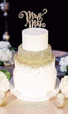 13 Glam and Glittery Details for Your New Year's Eve Wedding #whiteweddingcakes