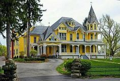 Wow!! Victorian Style Homes, Victorian Design, Victorian Houses, Victorian Decor, Modern Victorian, Beautiful Buildings, Beautiful Homes, House Beautiful, Le Riad