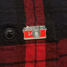 Hey, I found this really awesome Etsy listing at https://www.etsy.com/listing/252557617/leica-enamel-pin-badge-red-camera-pin