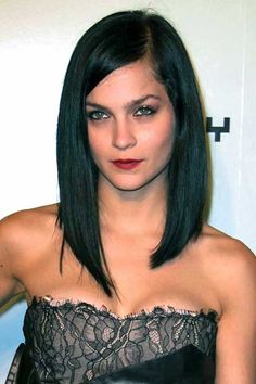 Straight Long Bob Haircut with Slightly Inverted Edges