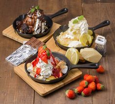 ハワイアンカフェの「hole hole cafe&diner」は、パンケーキに代わる新たなスイーツとして2017年3月8日から「パヌッキー」を販売する。 「パヌッキー(英語名:panookie)」は、パンケーキとクッキーをかけ合わせたハイブリッドスイーツのことで、主にスキレットで生地を焼き、その上にアイスなどのトッピングをしてデコレーションする。カナダ発のピザ店「ボストンピザ」が火付け役と言われており、欧米を中心にInstagramなどのSNSで拡がりをみせている。 「hole hole cafe&diner」ではパヌッキーの生地にレモンの皮を混ぜ込み、さっぱりとした味わいに仕上げて提供する。 「hole hole cafe&diner」は、「kawara CAFE & DINING」などを手がける株式会社エスエルディーが運営するハワイアンカフェで、非日常的な南国空間でリゾート気分が味わえる店づくりが人気となっている。 パヌッキー デビルズチョコレート 950円(税込) チョコレートアイスの上に、ほんのり甘くてほろ苦い自家製ソースとクラッシュチ...