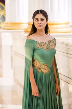 GRAZIANA : Lush Meadow Drape gown with #Zardosi patchwork – #Yoshita #Gown #Green #Burano Indian Western Dress, Western Dresses, Drape Gowns, Draped Dress, Indian Gowns, Indian Outfits, Kurta Designs, Blouse Designs, Anarkali